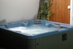 Morlogws-Hot-Tub-01