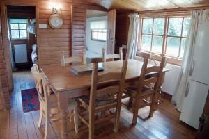 Morlogws-Farm-Holidays-The-Log-Cabin-03