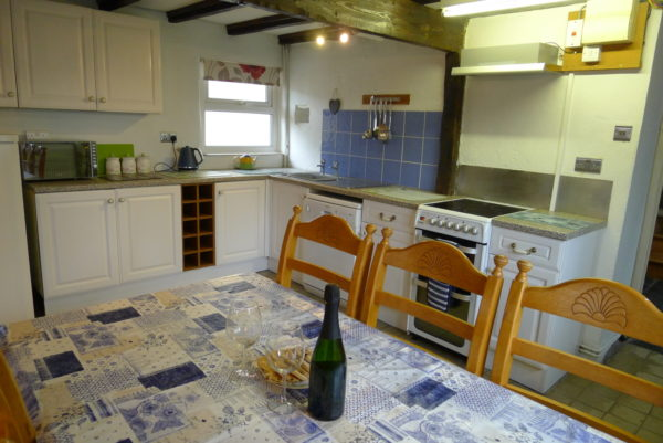 Morlogws Carthouse Cottage Kitchen